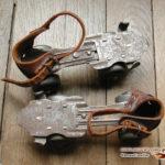 Patins à roulettes anciens en acier et cuir